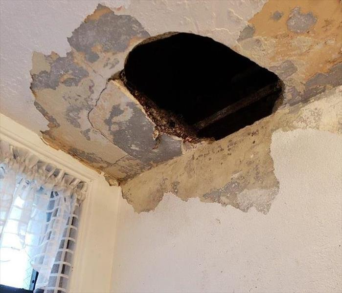 CEILING WATER DAMAGE IN LONG BEACH